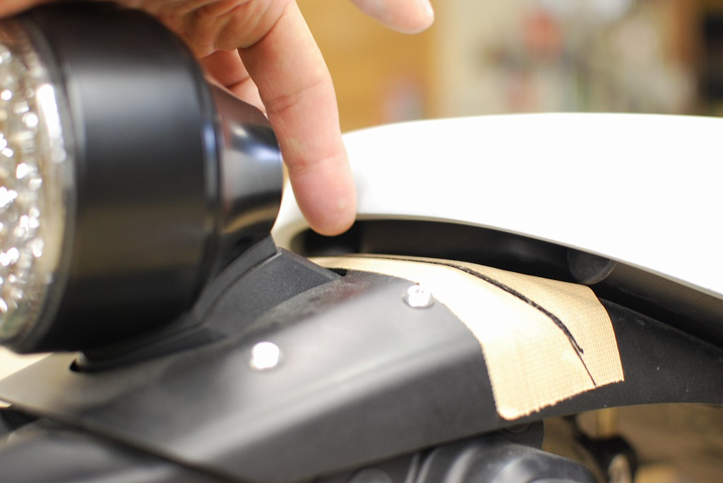 xsr900リアフェンダーとシートの隙間