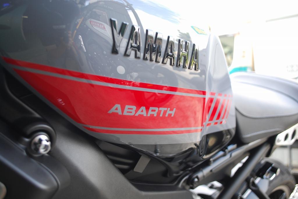 YAMAHAのxsr900のabarthレプリカのタンクカバー