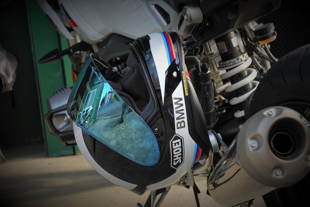 RnineT-RacerとBMW純正仕様のSHOEIヘルメット