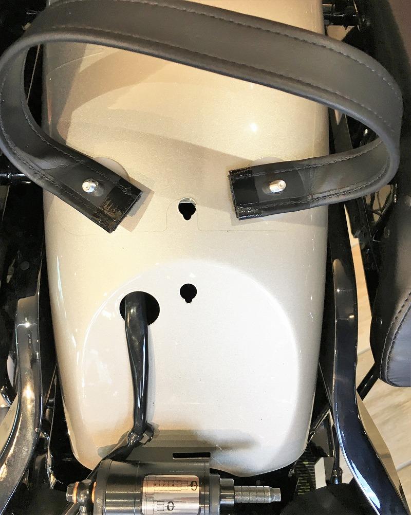 ヘリテイジクラシック-リアフェンダーのシートナットの穴