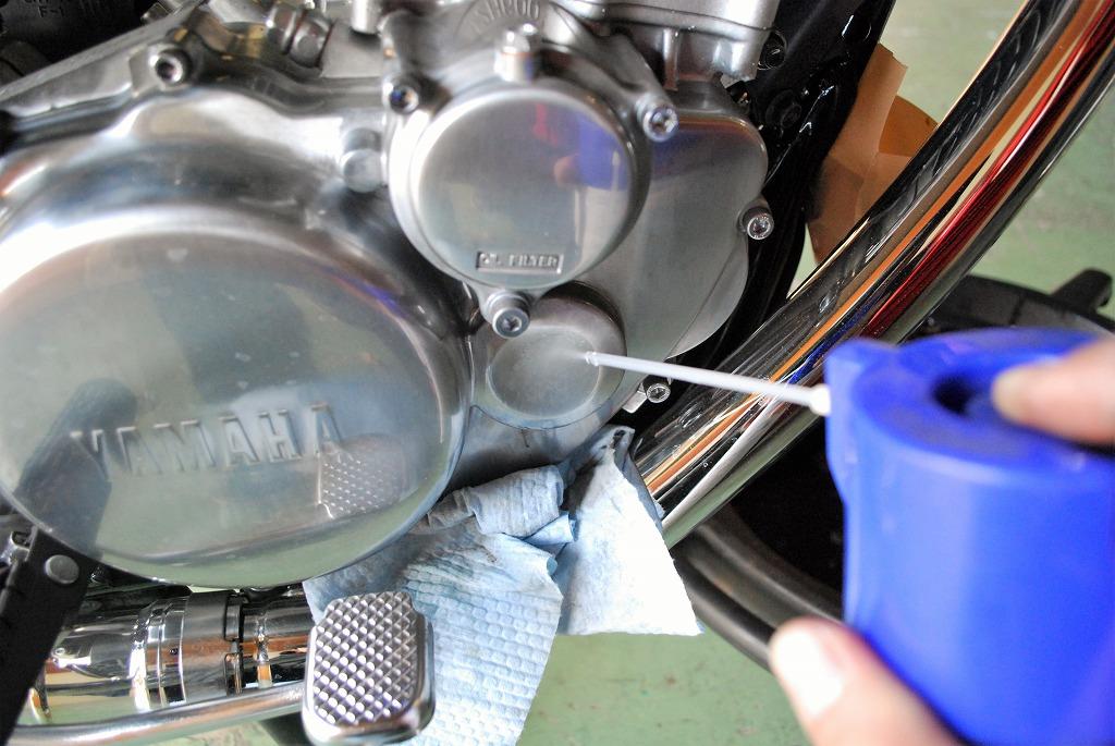ヤマハSR400オイル交換オイルフィルター外す前の脱脂