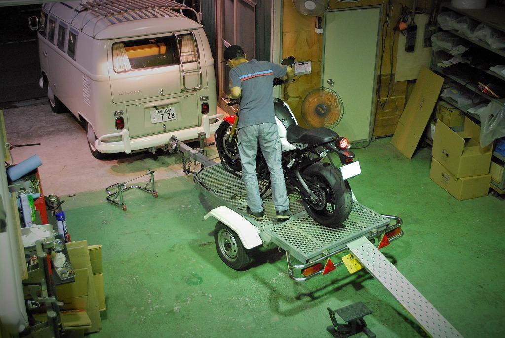 YAMAHA-XSR900トレーラー積み込み