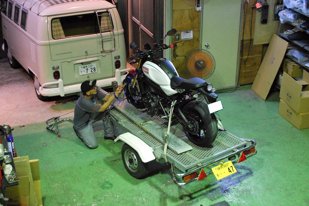 ヤマハXSR900トレーラー積み込み