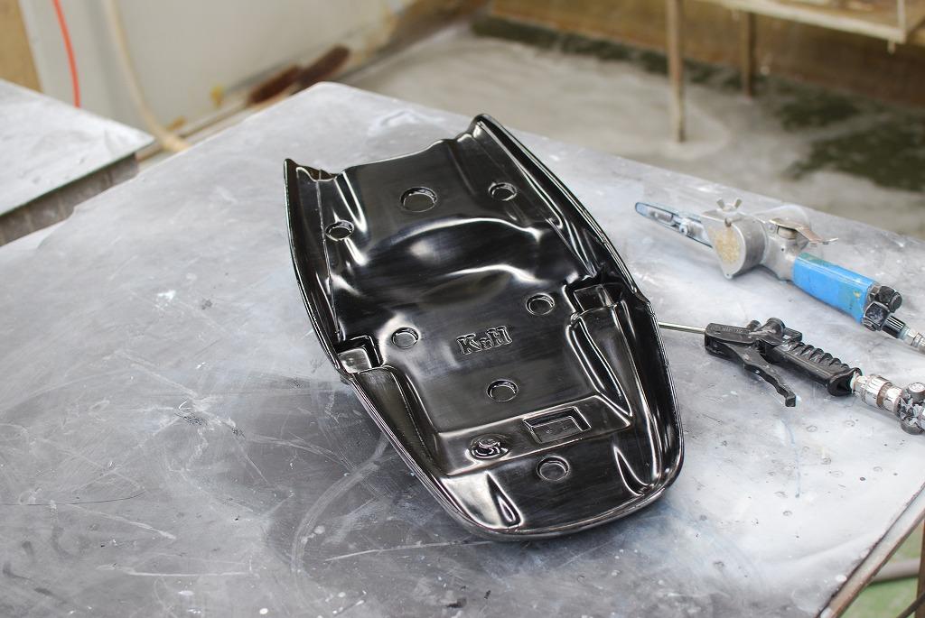 xsr900シートベースの製品を仕上げる