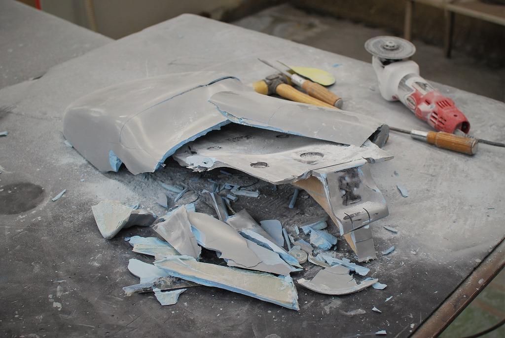 xsr900ハイシート原型を壊す