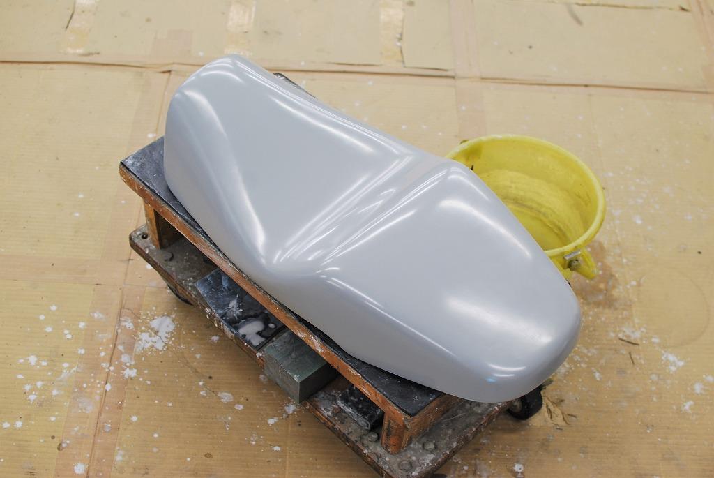 xsr900ハイシート原型水研ぎ完了