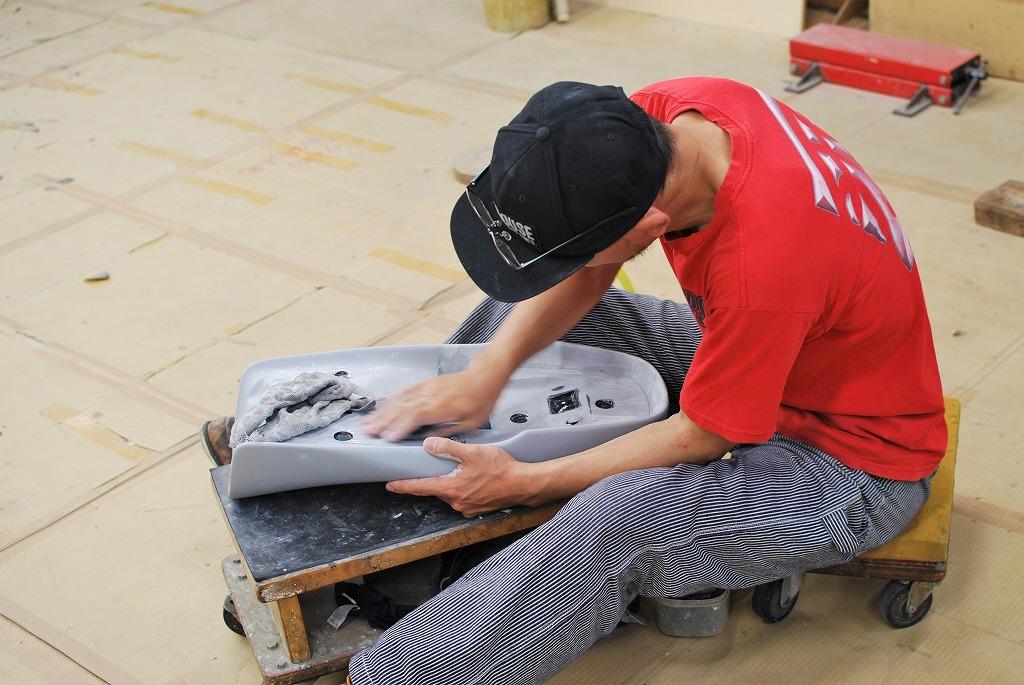 xsr900ハイシート原型水研ぎシートベース側