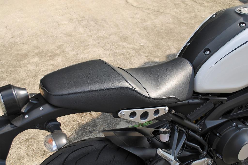 xsr900k&hローシート試作レザー右斜め後ろから