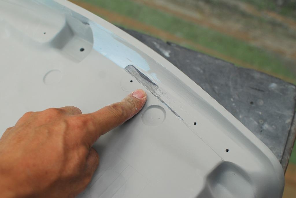 XSR900シートベース原型-レザーカットラインの溝を成形