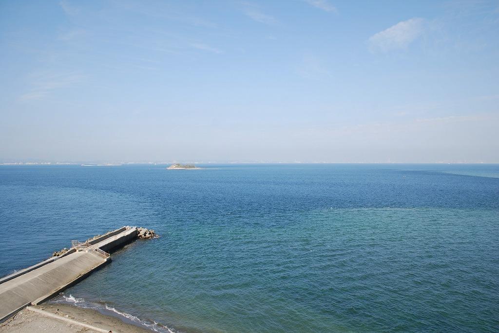 明治百年記念展望塔上から東京湾を望む