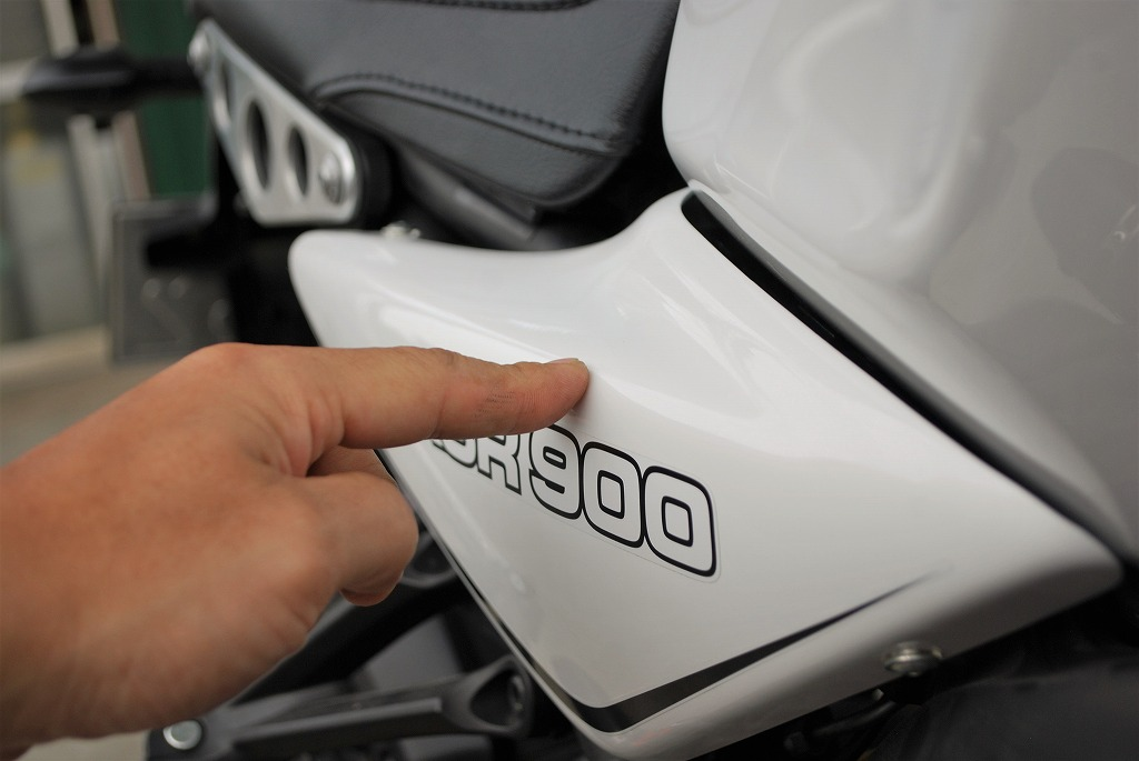 xsr900ワイズギアのサイドカバーの出っ張り