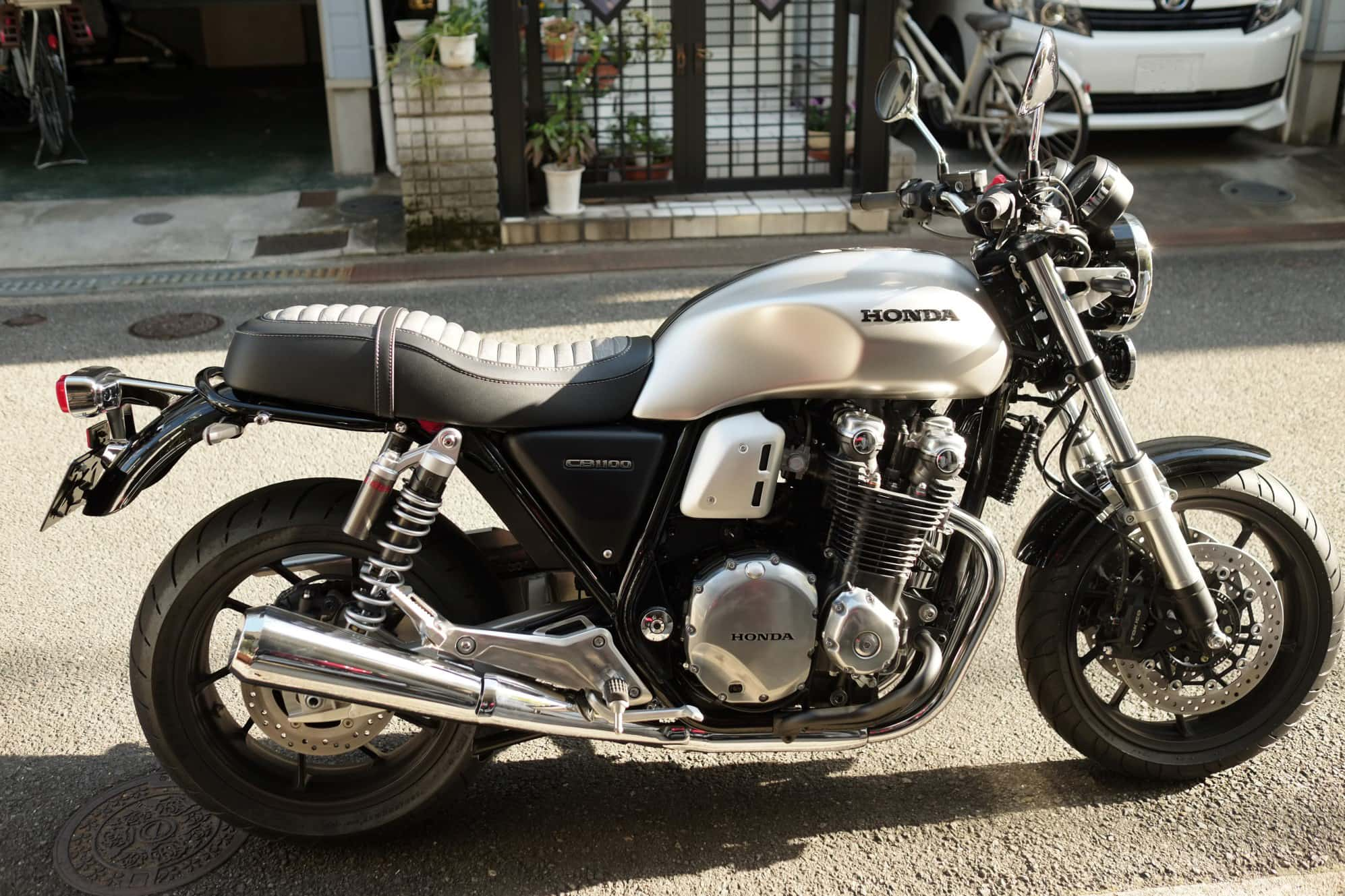 CB1100NIDdoubleseatAtuck2_S-1501AT2